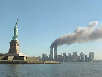 national_park_service_9-11_statue_of_liberty_and_wtc_fire
